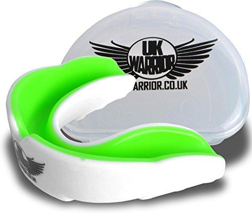 Reino Unido guerrero protector bucal protector de goma - Ideal para deportes de contacto, Artes marciales, Karate, Rugby, MMA, Boxeo, Hockey, Fútbol - estuche - instrucciones para hervir y morder - 100% devolución, color multicolor - White / Green, tamaño