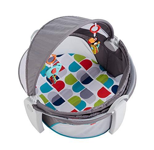 Fisher-Price Cuna de viaje 2-en-1 portátil con dosel con dos juguetes colgantes para bebé Mattel...