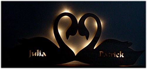 gartenschild-schwan-liebe-geschenk-mit-namen-fuer-freund-die-freundin-als-liebesbeweis-zum-jahrestag-led-beleuchtet-2