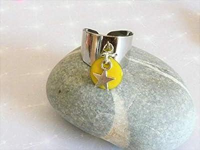 Bague jonc plaqué argent avec pampille breloque étoile et sequin émail jaune style deloche réglable