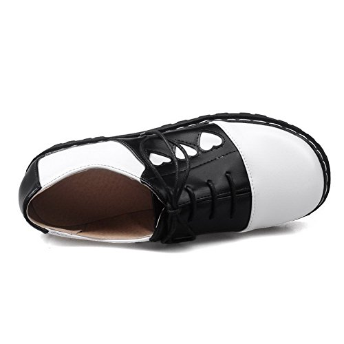 AllhqFashion Damen Gemischte Farbe Pu Leder Niedriger Absatz Rund Zehe Schnüren Pumps Schuhe Schwarz