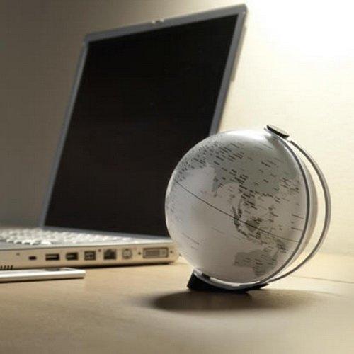 Atmosphere globo terráqueo Globe 11Tilt blanco gris Designer Andersen Zeuthen