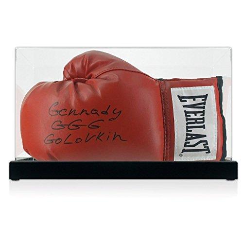 Roter Everlast Boxhandschuh, signiert von Gennady Golvokin. In der Vitrine.