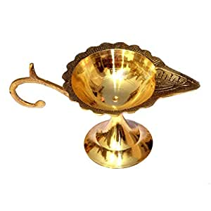 Tip 'n' Top Brass Table Diya | Puja Diya with Curved Brass Handle for Grip (Set of 1, Brass) (Size- 2 Inch)