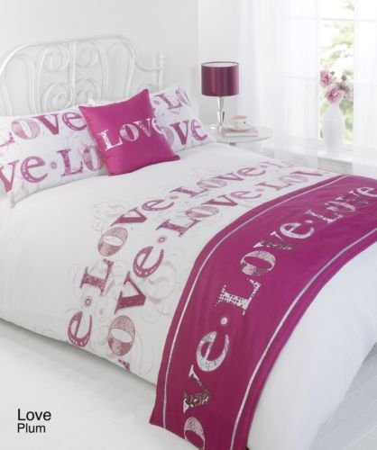 Love Plum / Purple King Size 5pc Bed In A Bag Duvet Cover Bedding Set: 1 x Duvet Cover, 2 x Pillowcases, 1 x Cushion Cover, 1 x Quilted Bed Runner