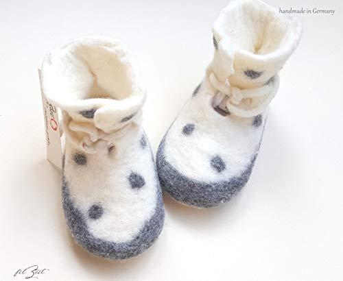 Babyschuhe 2. bis 9. Monat, Filzschuhe, Babystiefel Geburt, Geschenk, filZeit, Punkte, grau, weiß