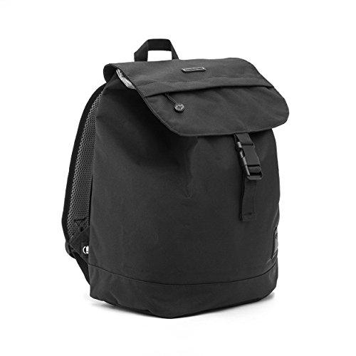 Imagen de eco  solapa con cierre tipo saco y bolsillo en la parte trasera hecha con material reciclado 100% rpet negro  alternativa