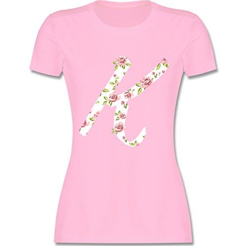 Anfangsbuchstaben - K Rosen - tailliertes Premium T-Shirt mit Rundhalsausschnitt für Damen Rosa