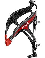 Ibera - Portabidón para bicicleta material ultraligero (29g) color Carbono / logo Rojo, Acceso Ergonómico, Agarre de Goma flexible - IB-BC9-CB