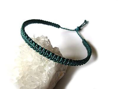 Bracelet brésilien/Amitié/en fil Vert foncé/ Vert canard plat et fin tissé main en macramé avec du fil ciré et ajustable Réf.PP386