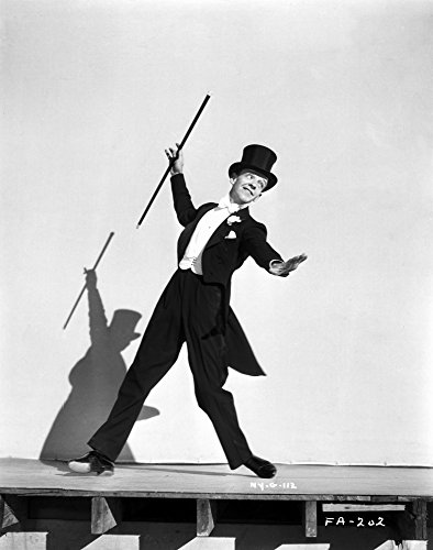 The Poster Corp Fred Astaire Dancing in Tuxedo and Top Hat in Black and White Photo Print (60,96 x 76,20 cm)