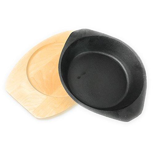 Kerafactum® - Servierpfanne Grillpfanne Pfanne aus Gusseisen mit Holzuntersetzer zum Überbacken und Servieren mit Griff 2 teilig schwere Ausführung - Serving pan Serving Pan