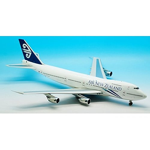 inflight-200-air-new-zealand-boeing-b747-200-zk-nzy-with-stand-1200-scale