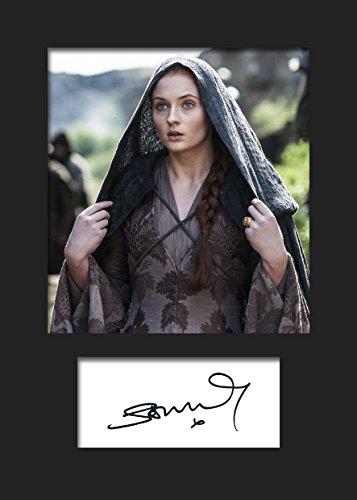 Sophie Turner Game of Thrones Sansa STARK #2 | Signierter Fotodruck | A5 Größe passend für 6x8 Zoll Rahmen | Maschinenschnitt | Fotoanzeige | Geschenk Sammlerstück (Little Mix Kostüm)