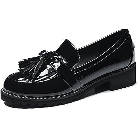 La superficie de la mujer británica de estilo plano de charol suave con slip-on de la borla de la zapatilla de deporte ocasional mocasines