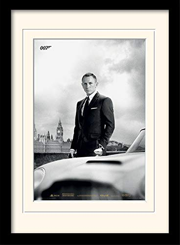 James Bond Pyramid International Affiche encadrée et montée et Aston Martin DB5 Format A3