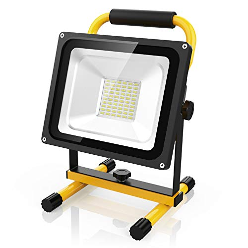LED Baustrahler 30W Akku Strahler mit 60 LED Chips, 2100 Lumen Super Hell, bis 8 Stunden Leuchtdauer -