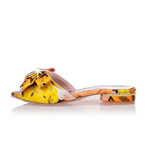 AllhqFashion Damen Ziehen Auf Niedriger Absatz Pu Leder Gemischte Farbe Offener Zehe Sandalen Gelb