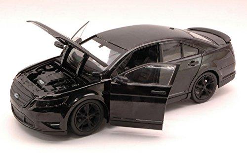 giocher-green18211-ford-taurus-sho-2012-men-in-black-3-film-124-model-die-cast