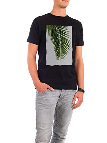 "Design T-Shirt Männer Continental Cotton ""Cohune Palm I"" - stylisches Shirt Floral Natur von Paper Pixel Print Schwarz"