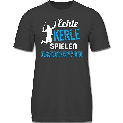 Sport Kind - Echte Kerle Spielen Badminton - 140 (9-11 Jahre) - Anthrazit - F130K - Jungen Kinder T-Shirt -