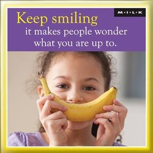 m-i-lk-garder-le-sourire-elle-rend-les-gens-me-demande-square-frigo-aimant-idee-cadeau