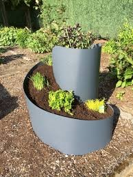 Tourelle d'herbes aromatiques - En escargot - Matériau : plastique - Coloris : anthracite - Diamètre : 80 cm - Hauteur : 80 cm