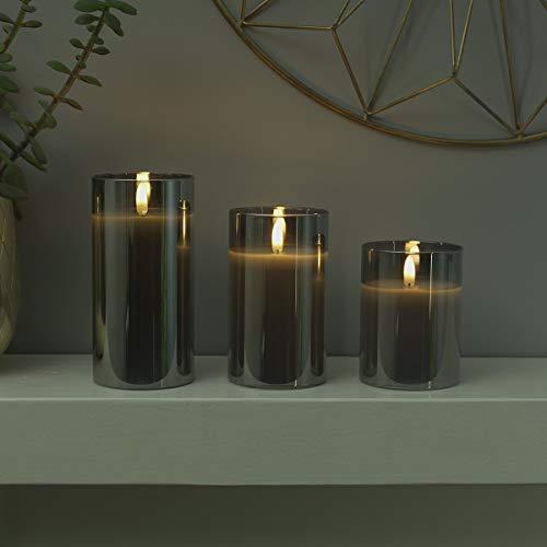 (Echtwachs LED Kerze mit 3D-Echtflammen-Effekt – Weltneuheit 2019 - unglaublich echte Flamme mit brennenden Dochteffekt, batteriebetrieben - EXKLUSIV - (Grau im getönten Glas, 3er Pack (S/M/L)))