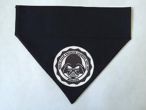 Darth Vader Bandana pour chien Taille unique, se glisse simplement sur votre chien collier