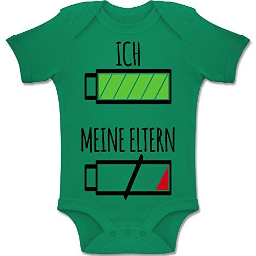 Shirtracer Strampler Motive - Ich und Meine Eltern Batterie - 6-12 Monate - Grün - BZ10 - Baby Body Kurzarm Jungen Mädchen