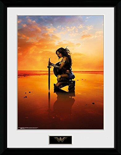 1art1 106784 Wonder Woman - Kneel Gerahmtes Poster Für Fans Und Sammler 40 x 30 cm - Wonder Woman-poster