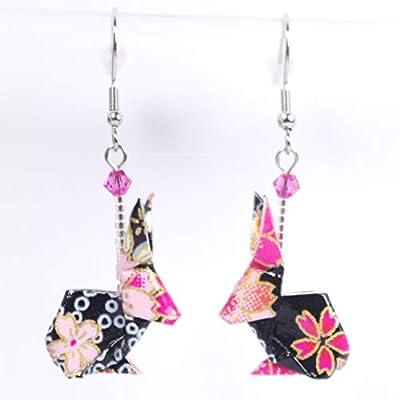 Boucles d'oreilles lapins origami roses sur fond noir - crochets inox
