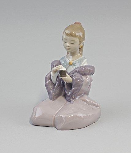 Porzellanfigur So hübsch wie Mama - Mädchen mit Puderdose -