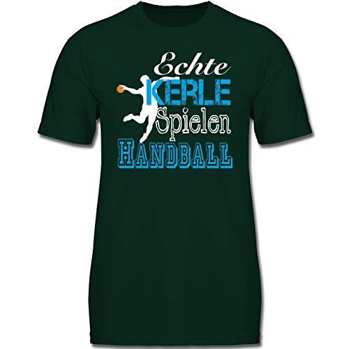 Sport Kind - Echte Kerle Spielen Handball weiß - 140 (9-11 Jahre) - Tannengrün - F130K - Jungen Kinder T-Shirt