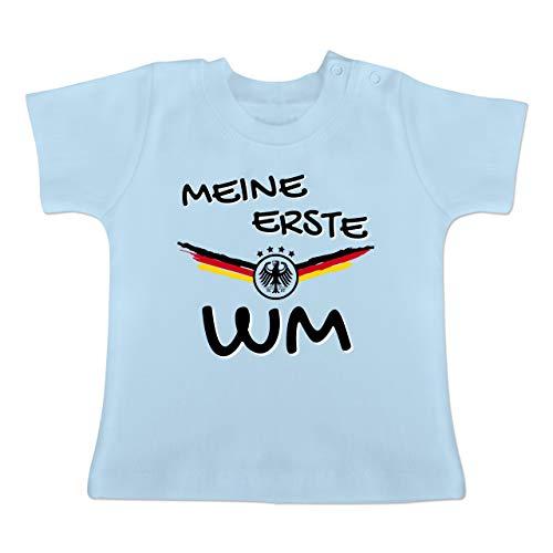 72in Fan (Fußball-Europameisterschaft 2020 - Baby - Meine erste WM Deutschland - 3-6 Monate - Babyblau - BZ02 - Baby T-Shirt Kurzarm)