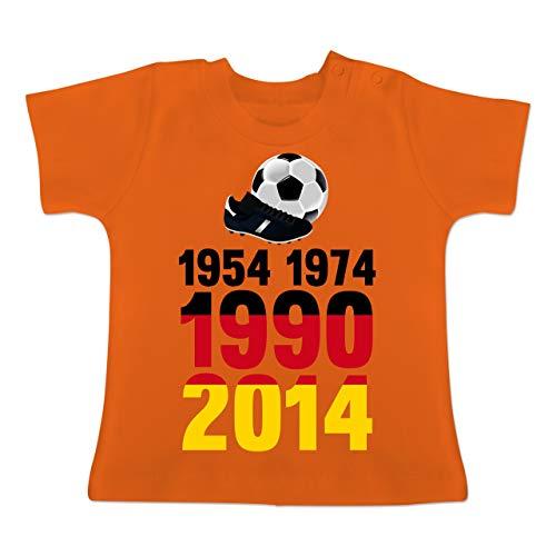 Fußball-Europameisterschaft 2020 - Baby - 1954, 1974, 1990, 2014 - WM 2018 Weltmeister Deutschland - 1/3 Monate - Orange - BZ02 - Baby T-Shirt Kurzarm