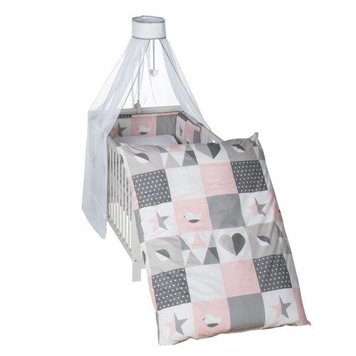 roba Kinder-Bettgarnitur 4-tlg, Babybett-Ausstattung \'Happy Patch rosa\', Bettset 4-teilig: Bettwäsche 100x135 (Decke & Kissen), Nestchen, Himmel