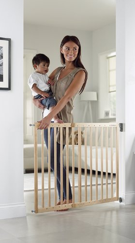 Lindam Wall Fix Extending Wooden Safety Gate Lindam Made from natural hardwood Wide walk through section with no step over bar Two way opening for maximum flexibility 5
