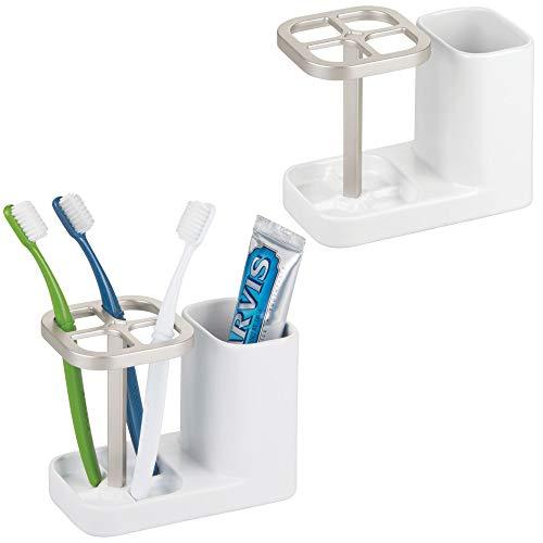 mDesign 2er-Set Zahnbürstenhalter aus Keramik – hochwertiger Zahnputzbecher für Waschbecken oder Badschrank – praktische Halterung für Zahnbürsten sowie Zahnpasta – weiß/silberfarben