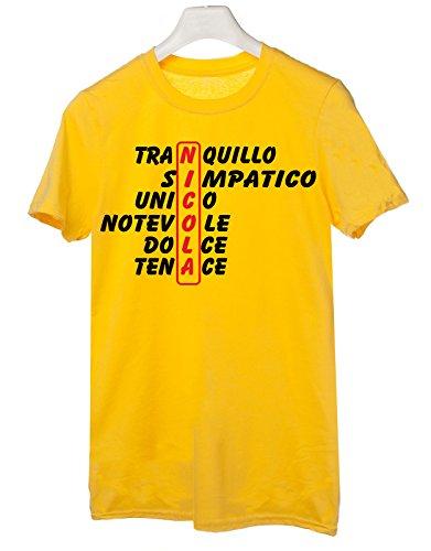 Tshirt compleanno con nome Nicola e aggettivi simpatici - idea regalo - Tutte le taglie Giallo