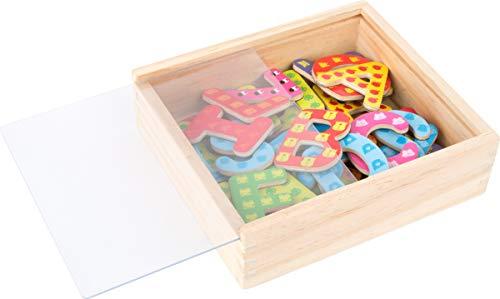 Small Foot 10732 Magnet Holzkiste, 37 Buchstaben farbigen Designs, spielerisch das ABC Lernen und erste Wörter schreiben