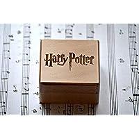 Caja de música de cuerda hecha con madera de calidad con la melodía * Hedwig´s Theme * interpretada en la película de Harry Potter. Manivela de cuerda. El regalo perfecto para los fans.