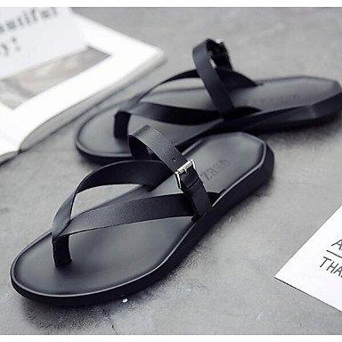 Slippers & amp da uomo;Sandali PU comfort Primavera Casual Nero Bianco piatti sandali US9.5 / EU42 / UK8.5 / CN43