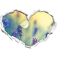 Farfalla su lavanda a forma di cuore in formato sguardo,