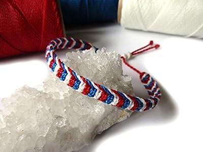 Bracelet brésilien/amitié/bohème/en fil Bleu Blanc Rouge Couleur Drapeau France tissé/tressé main en macramé avec du fil ciré et ajustable Réf.3PPfrance
