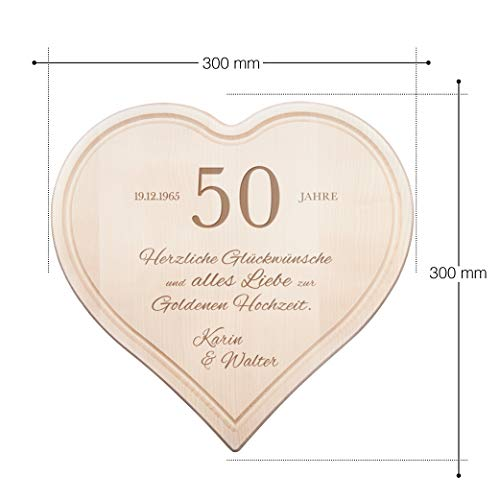 """Schneidebrett Herz zur Goldenen Hochzeit mit Gravur -50 Jahre """" Herzlichen Glückwunsch"""" – Personalisiert mit Namen und Datum – Küchenbrett aus 1,5 cm dicken Ahorn Holz mit Saftrille – 30 cm x 30 cm - 4"""