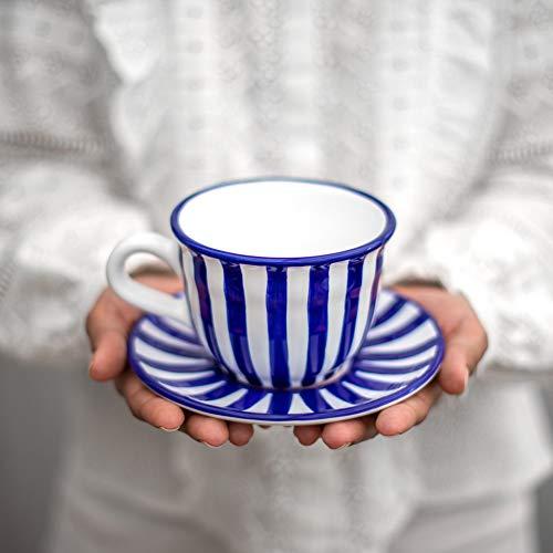 City to Cottage | Tasse et sous tasse à café, à thé | à rayures bleu marine et blanches en céramique faite et peinte à la main| Grande 350ml