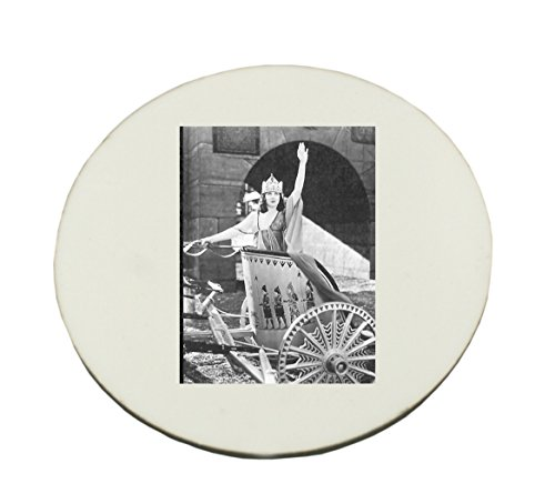 circle-mousepad-with-woman-in-chariot