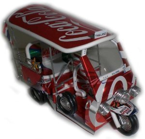 tuk-tuk-taxi-a-la-main-en-thailande-peut-coca-cola-neuf