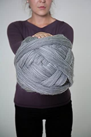Super chunky yarn for Arm Knitting, Roving, Felting Crafts, Weaving. 100% Wool, 23 microns. (Mild Grey Melange) (1000gr)